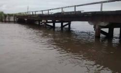 Por el puente que une Marcelino Escalada – Cacique…
