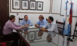 PARA PAVIMENTAR MÁS DE 20 CALLES DE LA CIUDAD: SE FIRMÓ EL CONVENIO CON EL GOBIERNO PROVINCIAL.